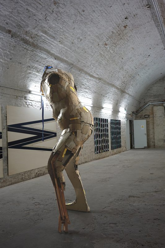 Exhibitionshot Prep 2020, Ghost, Headless sculpture of a figure without arms